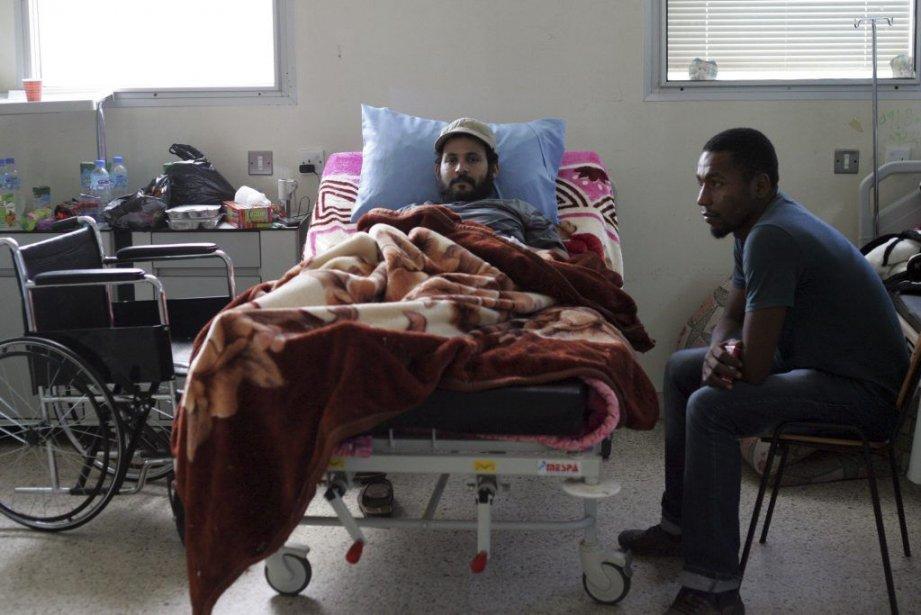 Un soldat blessé pendant les affrontements de samedi... (ABDULLAH DOMA)