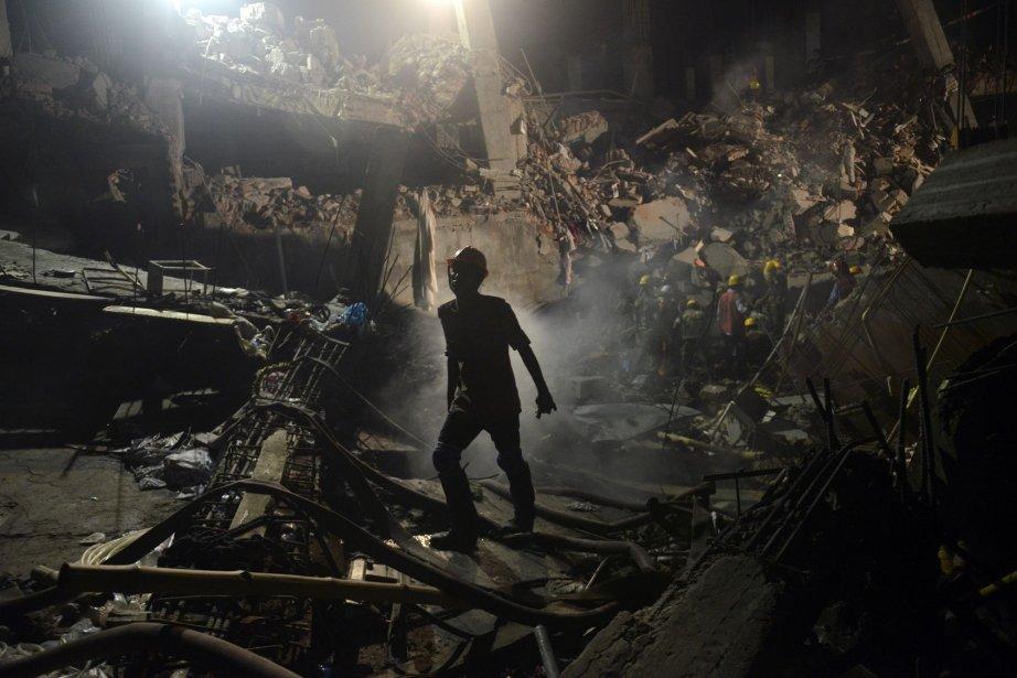 L'effondrement le 24 avril d'un immeuble abritant des... (PHOTO Ismail Ferdous, AP)