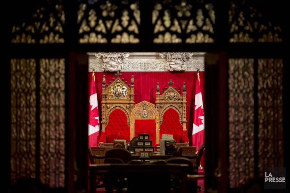 Les trônes du Sénat vus de l'entrée principale... (PHOTO PC)
