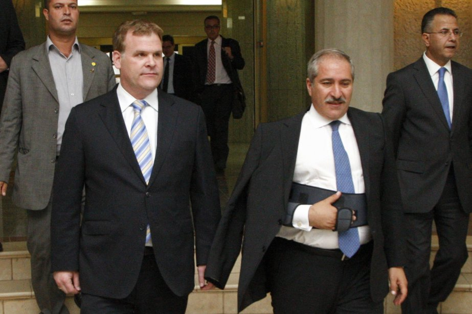 John Baird accompagné du ministre des Affaires étrangères... (Photo Majed Jaber, Reuters)