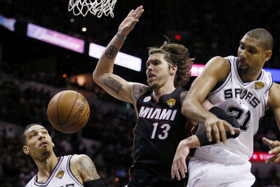 Les Spurs mènent maintenant la série 3-2 et... (Photo Lucy Nicholson, Reuters)