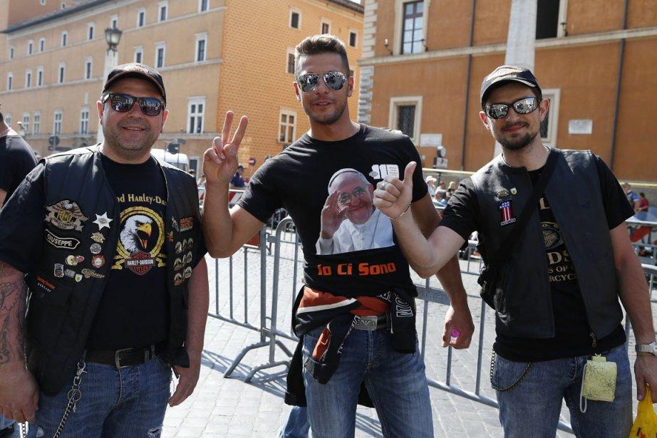 Des centaines d'amateurs de Harley Davidson ont assisté... (PHOTO STEFANO RELLANDINI, REUTERS)