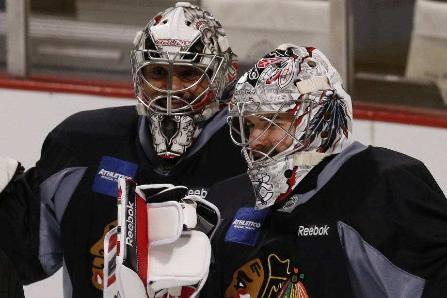 Ray Emery (à gauche) et Corey Crawford (à... (Photo Jim Young, Reuters)