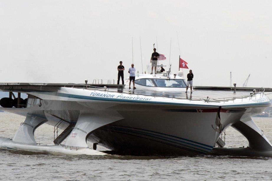Le gigantesque catamaran solaire PlanetSolar.... (Photo Don Emmert, AFP)