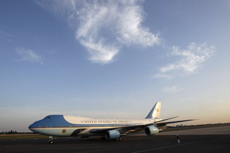 L'avion présidentiel Air Force One sur le tarmac... (Photo: Reuters)