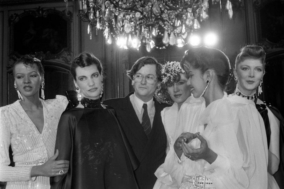 Le designer français Jean-Louis Scherrer félicité par les... (PHOTO PIERRE GUILLAUD, AFP)