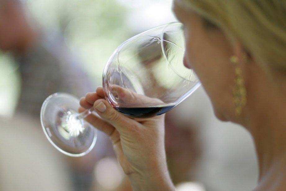 Les Québécois aiment autant les vins français que les... (Photo Eric Risberg, AP)