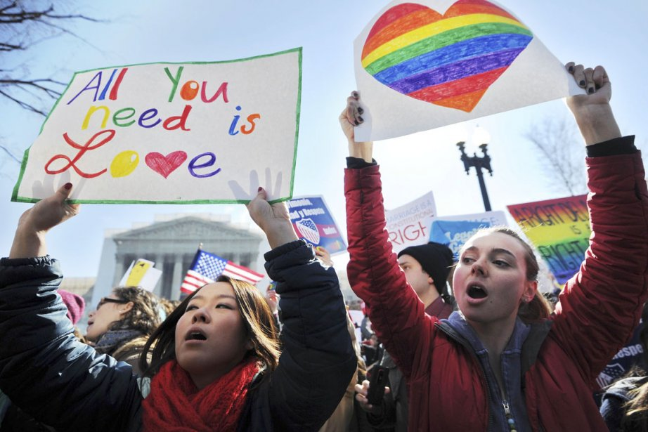 Des partisans du mariage gai manifestent devant la... (PHOTO JEWEL SAMAD, Archives Associated Press)