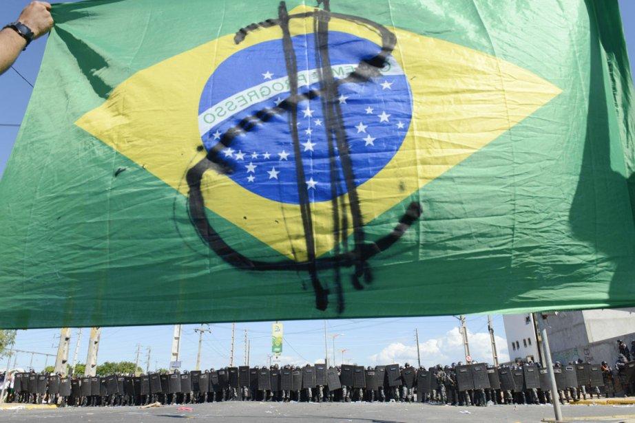 Malgré cette victoire, les protestataires ont maintenu sur... (PHOTO DAVI PINHEIRO, ARCHIVES REUTERS)