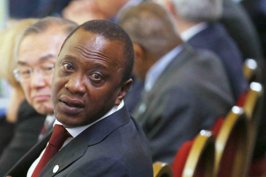 Durant la phase préliminaire de la procédure, Uhuru... (PHOTO ANDREW WINNING, ARCHIVES AFP)