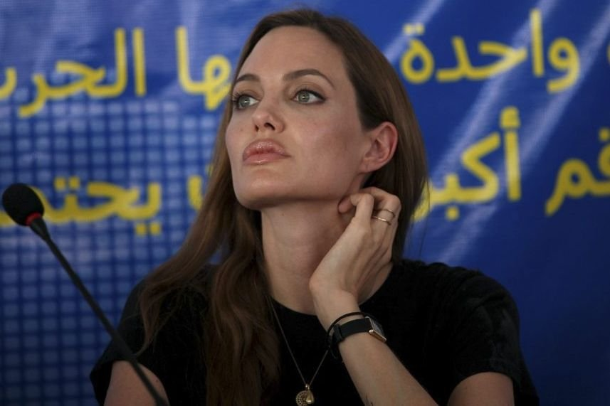 Angelina Jolie en conférence de presse au camp... (Photo: AP)
