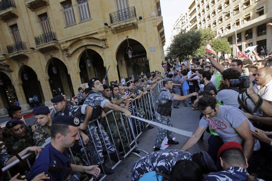 Les manifestants estiment que le prolongement de la... (PHOTO JOSEPH EID, AFP)