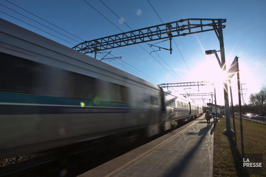 Les trains de banlieue de Mont-Saint-Hilaire et de... (Photo archives La Presse)