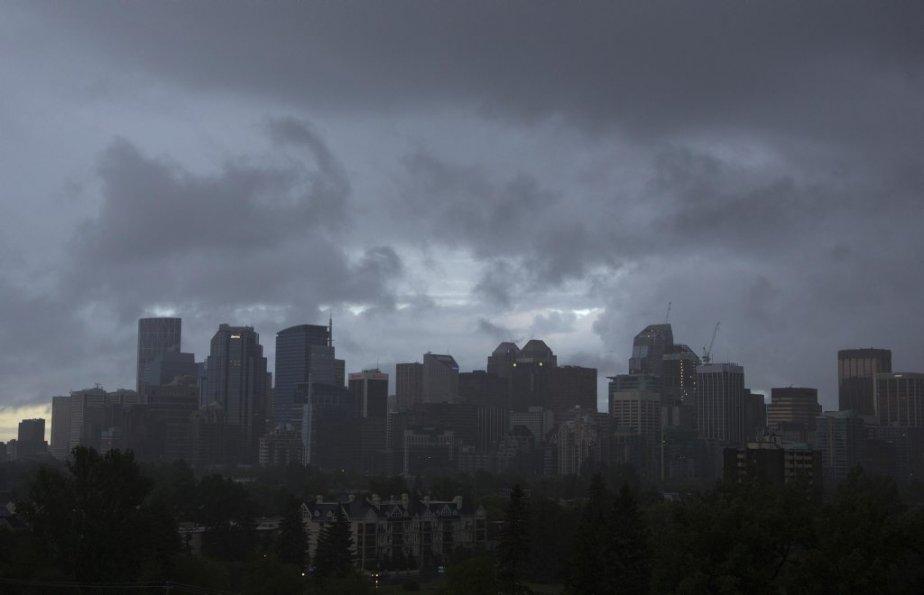 Le centre-ville de Calgary sous la pluie. | 21 juin 2013