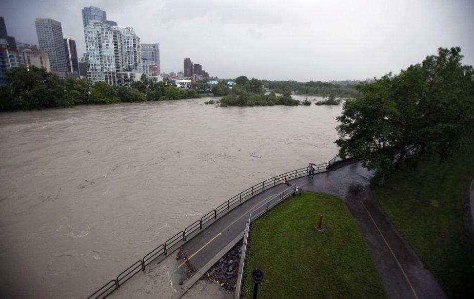 La rivière Bow au centre de Calgary. | 21 juin 2013