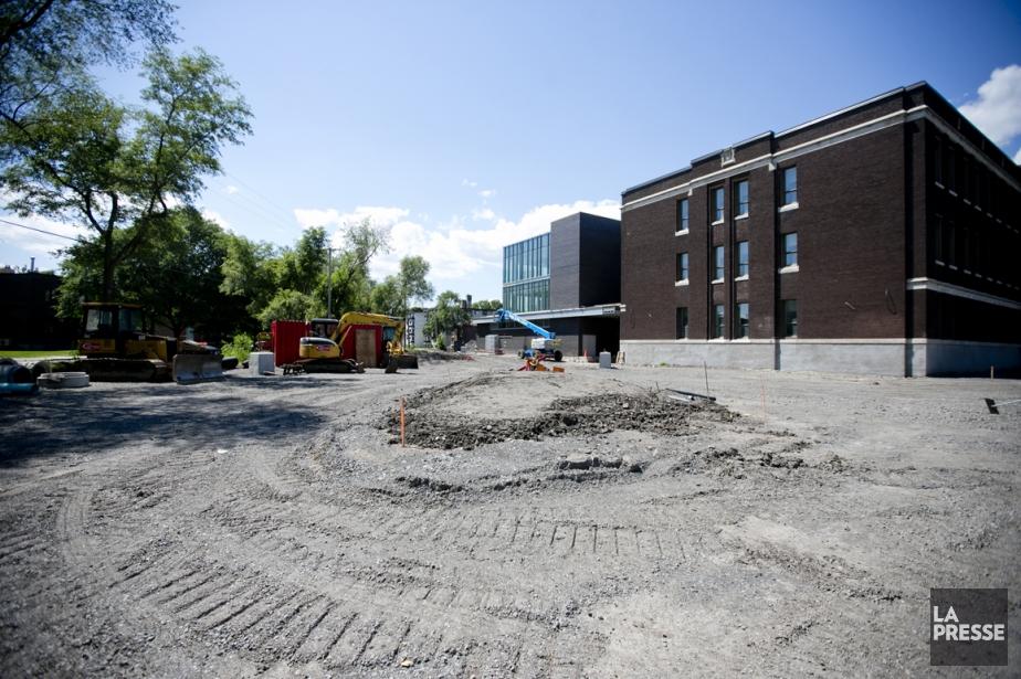Trois agrandissements d'école et la construction du Collège... (Photo Marco Campanozzi, La Presse)