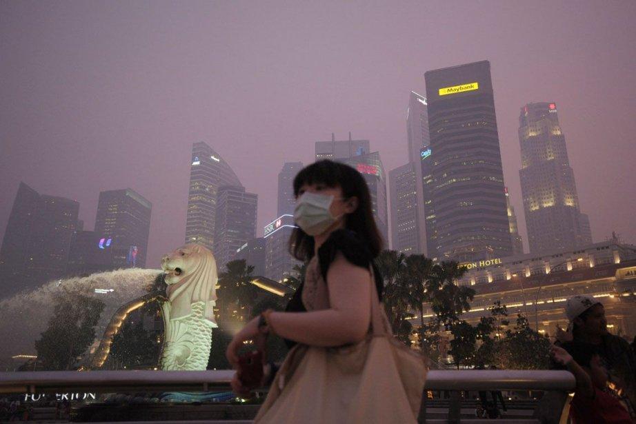 Depuis près d'une semaine, Singapour subit un pic... (PHOTO JOSEPH NAIR, AP)