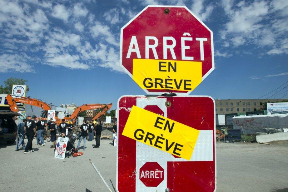 Quelque 175 000 travailleurs syndiqués ont débrayé lundi... (La Presse Canadienne)