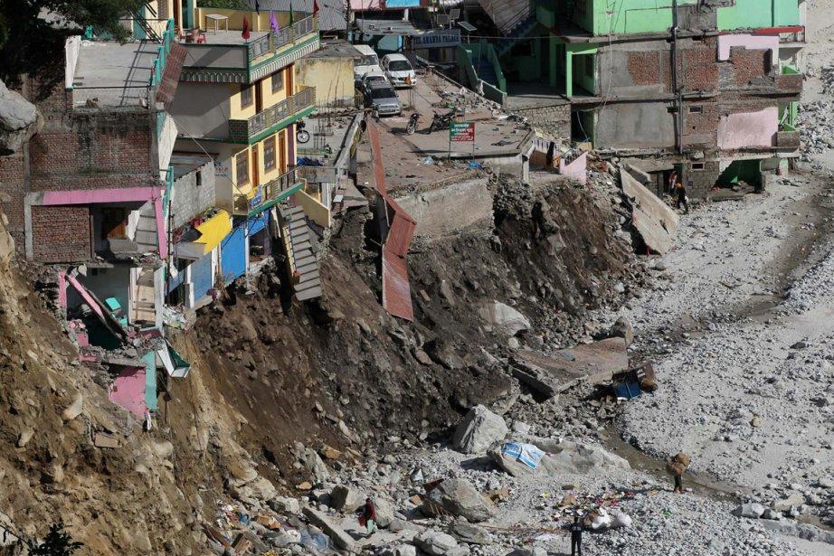 Les rivières en crue ont emporté des maisons,... (Photo Rafiq Maqbool, AP)