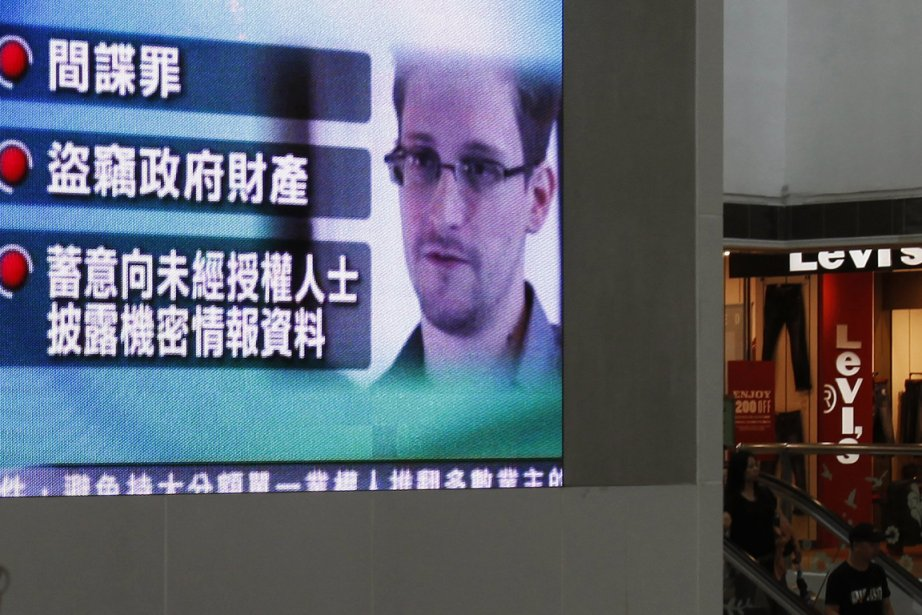 Conformément à ses promesses, le flot des révélations... (Photo Bobby Yip, Reuters)
