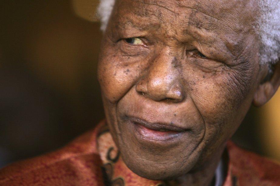 Nelson Mandela en 2004.... (PHOTO MIKE HUTCHINGS, ARCHIVES REUTERS)