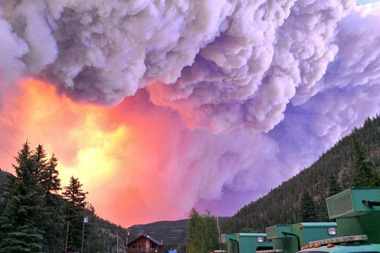 L'incendie, provoqué par un orage, a pris naissance... (Photo: Reuters)