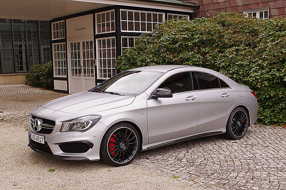 mercedes benz cla 45 amg 2014 amg se lance dans les quatre cylindres paul robert raymond. Black Bedroom Furniture Sets. Home Design Ideas