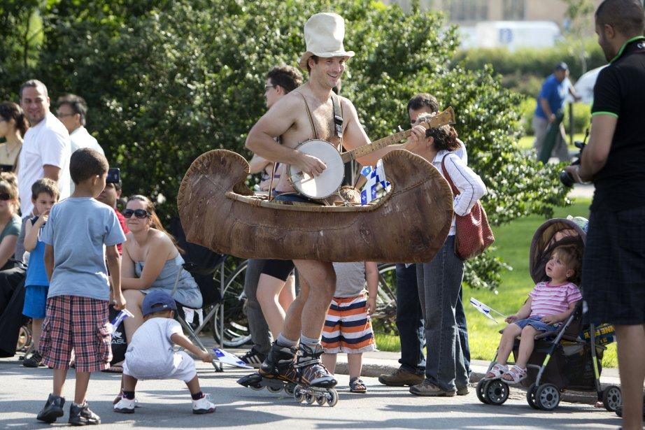 Certains citoyens n'ont pas hésité à se costumer pour l'occasion. | 24 juin 2013