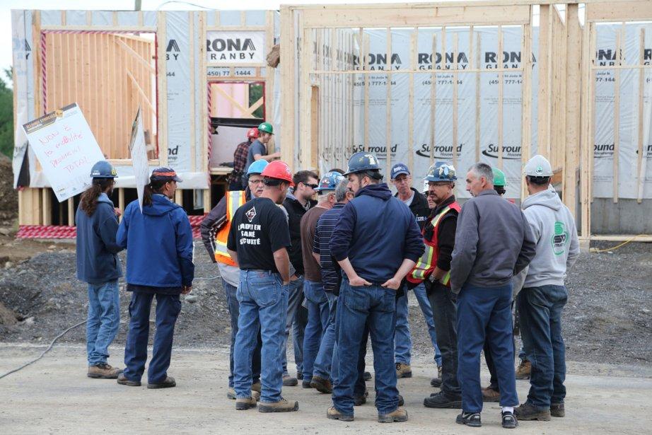 Unconflitde travail prolongé dans l'industrie de la construction... (Photo Alain Dion, La Voix de l'Est)