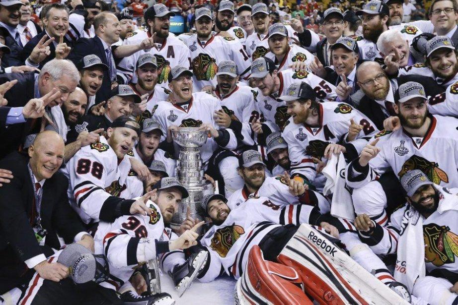 Les Blackhawks ont remporté une 2e Coupe Stanley... (Photo Elise Amendola, Associated Press)