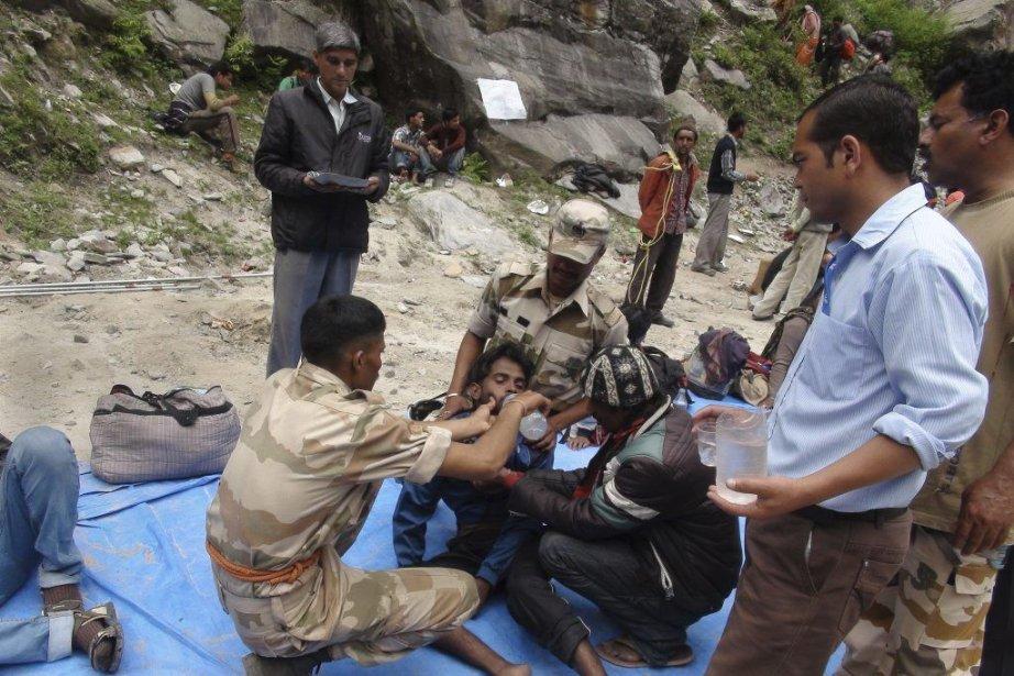 Un homme est hydraté à Pandukeshwar, dans le... (ITBP)