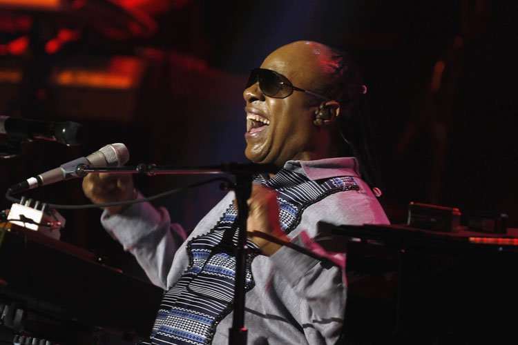 Le chanteur américain Stevie Wonder envisage de chanter un... (Photo: Reuters)