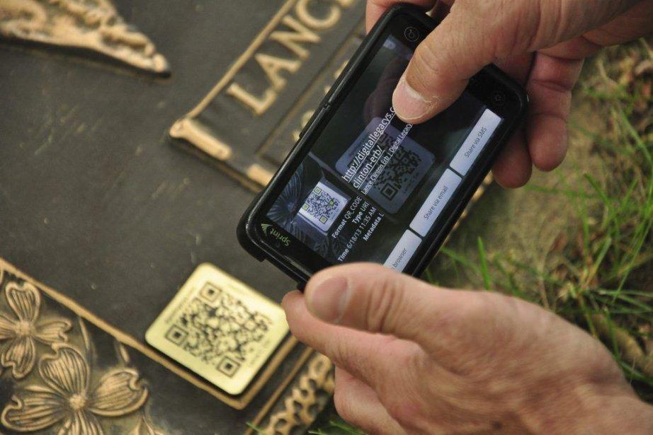 Tous les visiteurs qui possèdent un téléphone intelligent... (Photo Guillaume Meyer, AFP)