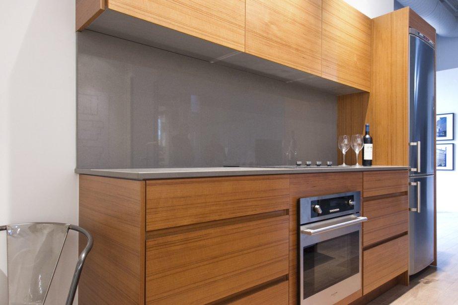 Dans la cuisine, aux plans de travail et au dosseret en quartz, on trouvera de nombreux tiroirs. (Photo Hugo-Sébastien Aubert, La Presse)