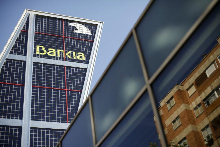 Bankia a été renflouée par le gouvernement espagnol... (PHOTO PAUL HANNA, REUTERS)