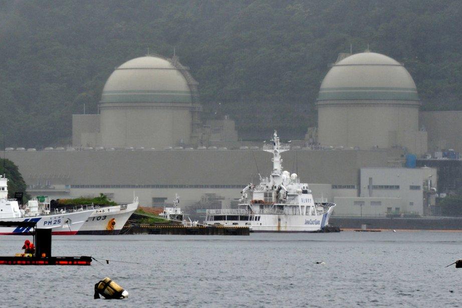 Les deux navires spécialisés Pacific Heron et Pacific... (PHOTO KAZUHIRO NOGI, AFP)