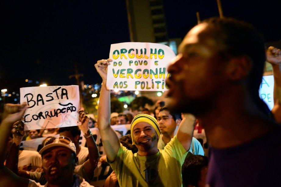 Septième économie de la planète, le Brésil arrive... (PHOTO CHRISTOPHE SIMON, AFP)
