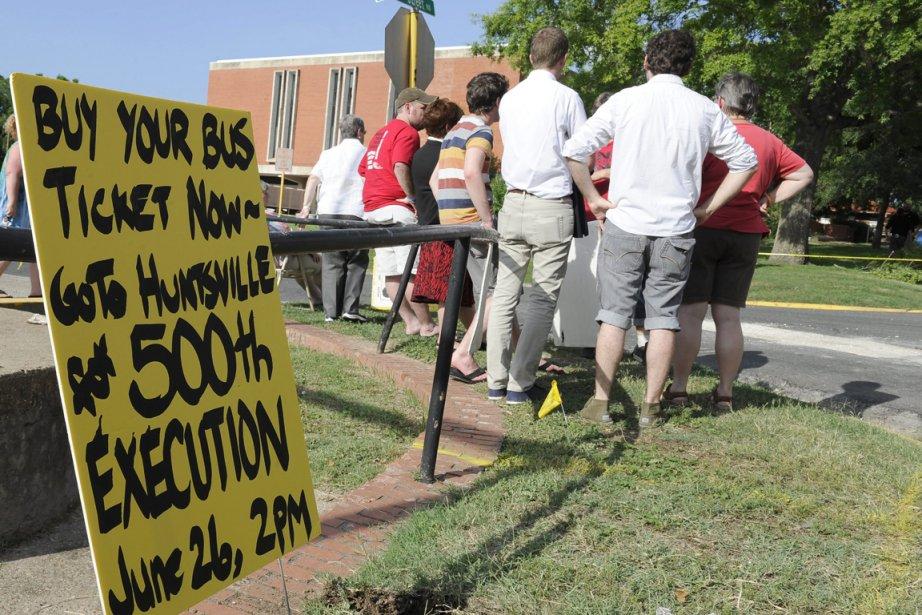 Des opposants à la peine de mort.... (PHOTO PAT SULLIVAN, AP)