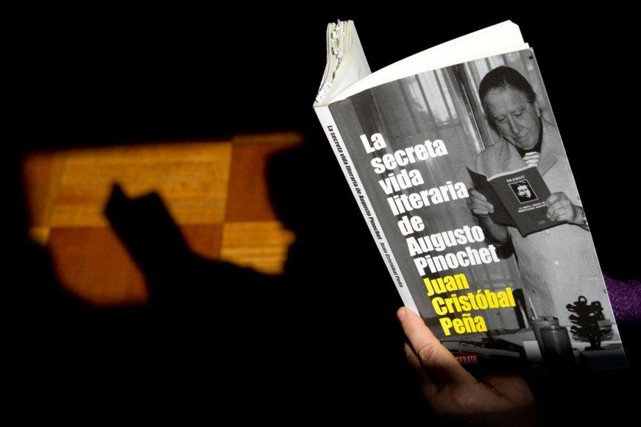 La vie littéraire secrète d'Augusto Pinochet, à peine... (PHOTO MARTIN BERNETTI, AFP)