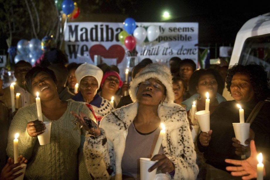 Prières à Pretoria pourNelson Mandela.... (Photo AFP)