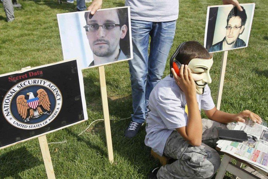 Edward Snowden a ses supporteurs jusqu'enUkraine où ils... (Photo Reuters)