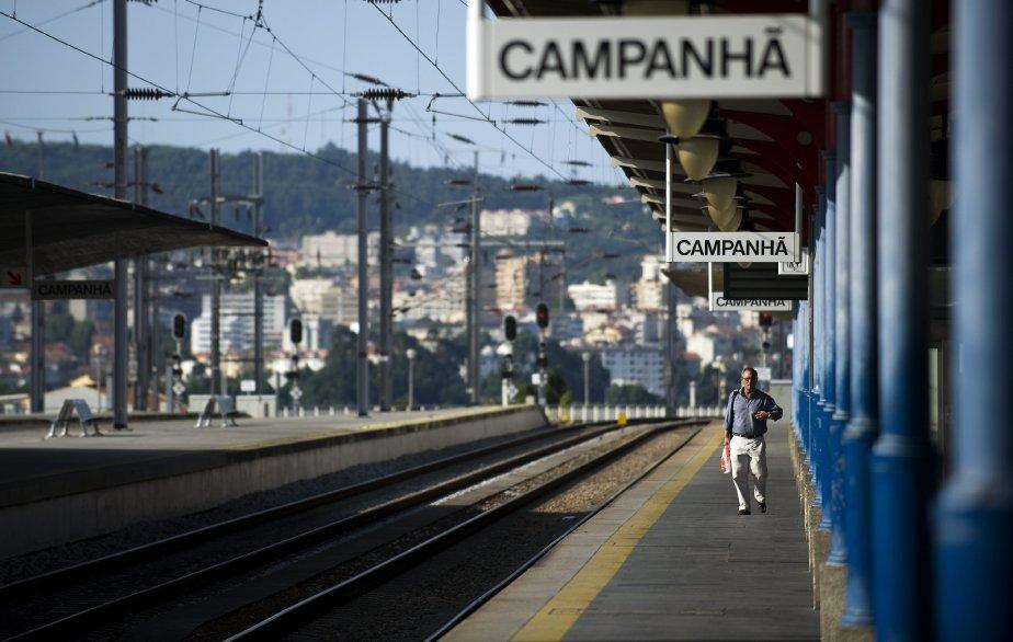 La station de trainCampanha à Porto (Portugal) vide... (Photo Paulo Duarte, AP)