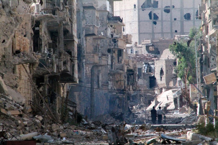 Une rue détruite dans le nord-est de la... (Photo AHMAD ABOUD, AFP)