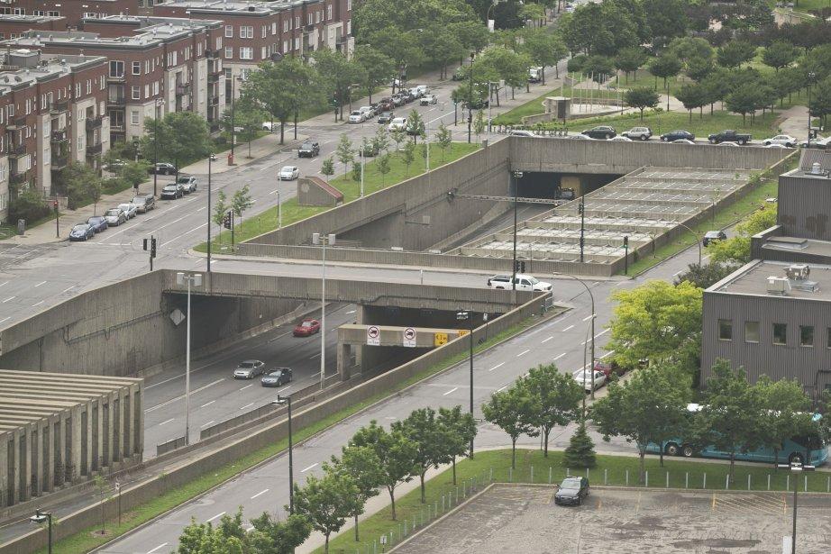 Recouvrir l'autoroute Ville-Marie coûterait 1,5 milliard, selon une... (PHOTO HUGO-SÉBASTIEN AUBERT, LA PRESSE)