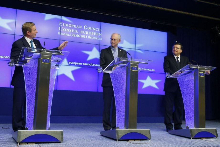 Le président de l'UE, Herman Van Rompuy (centre),... (PHOTO YVES HERMAN, REUTERS)