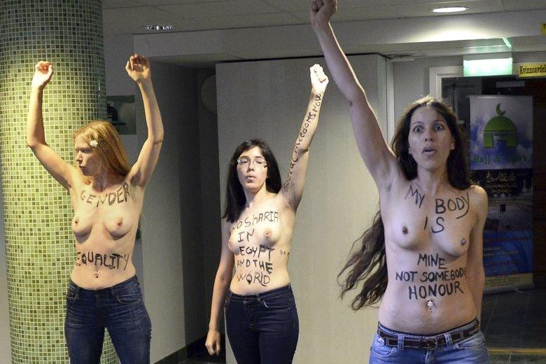 Trois militantes de Femen ont manifesté dans une... (JONATHAN NACKSTRAND)