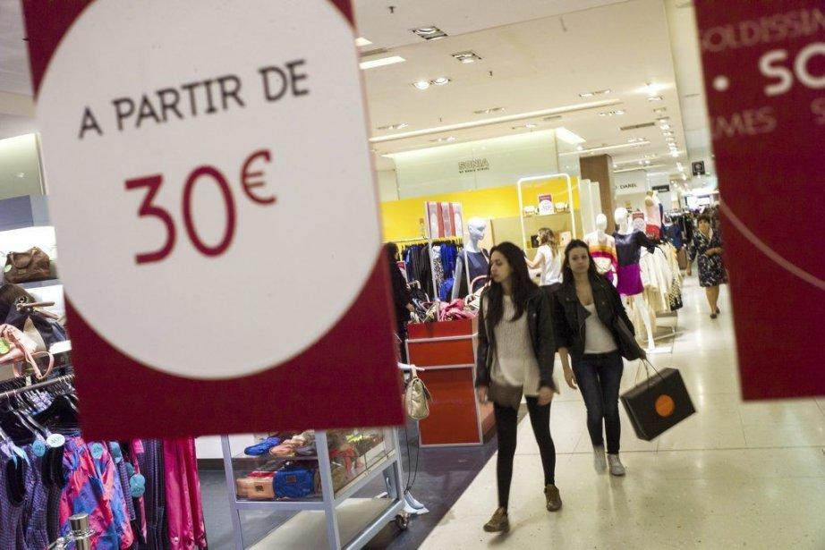 Les ventes au détail dans la zone euro... (PHOTO FRED DUFOUR, AFP)