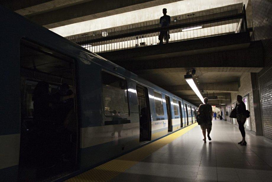 La panne d'électricité a touché le métro en pleine heure de pointe. | 3 juillet 2013