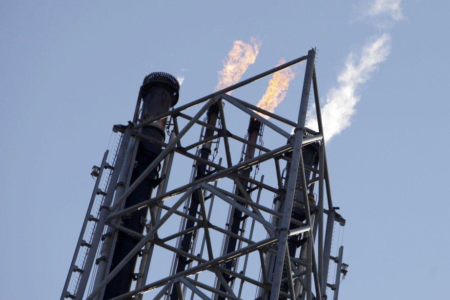 Les cours du pétrole reculaient légèrement jeudi en... (Photo archives Reuters)