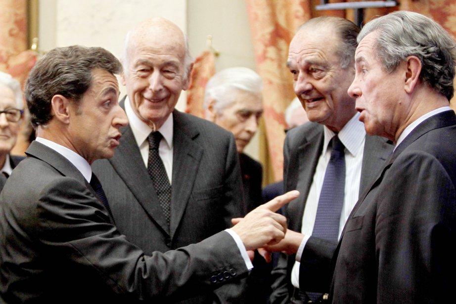 Nicolas Sarkozy (à gauche) s'adresse au président du... (PHOTO CHARLES PLATIAU, ARCHIVES AFP)